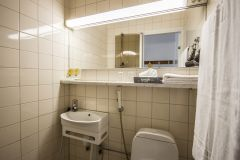 best-western-apollo-bathroom-economy311-2014.jpg